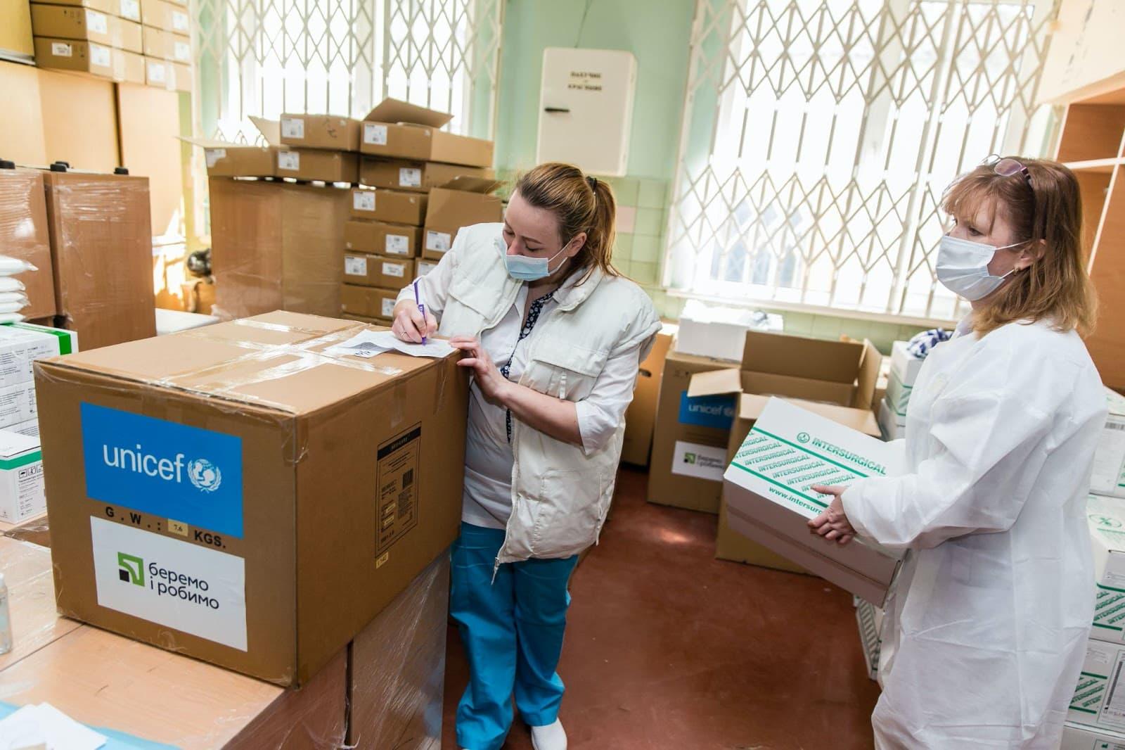 БФ ПриватБанка и ЮНИСЕФ продолжают доставлять кислородные концентраторы украинским больницам
